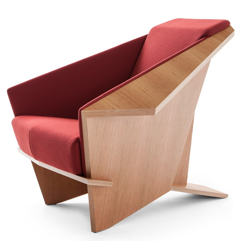 Thanks to the sculptural shapes and lines, the chair looks like origami