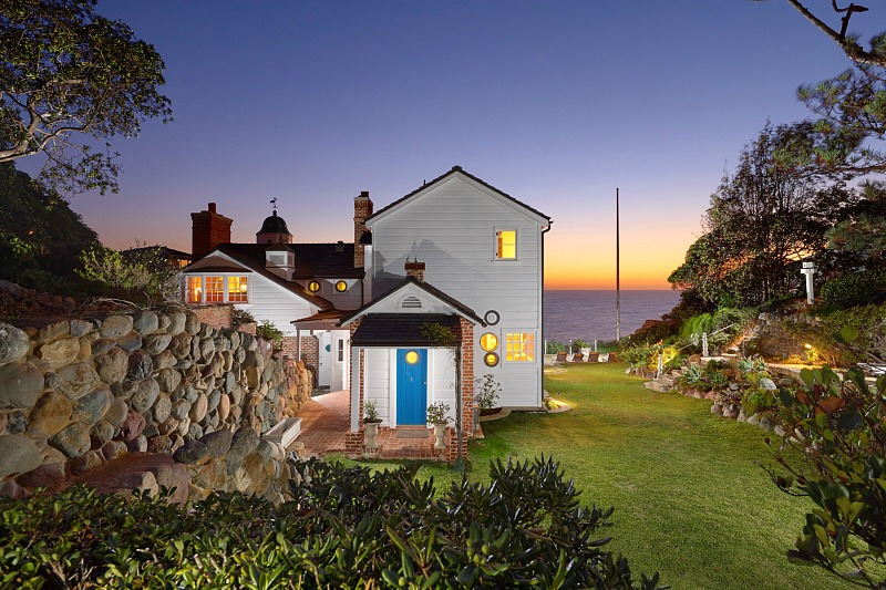The estate belonged to a film director and his wife, who was an actress, and its design is inspired by love for the sea
