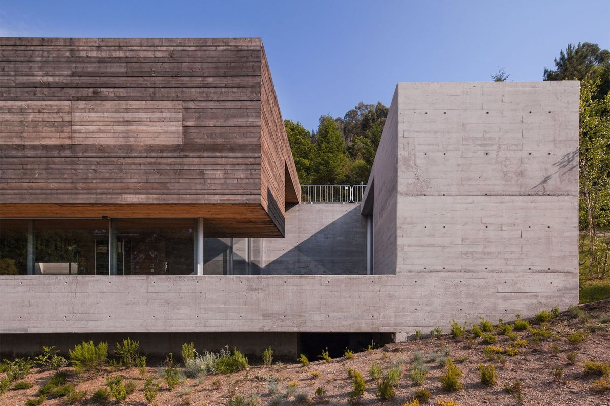 There's a concrete base and frame that give the house a robust industrial look