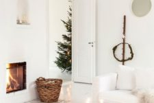 02 moss, candles, bulbs, a fireplace and a simple evergreen wreath create a cozy space with a touch of nature