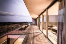 04 The house features glass walls, sliding doors and timber screens for increased privacy and comfort