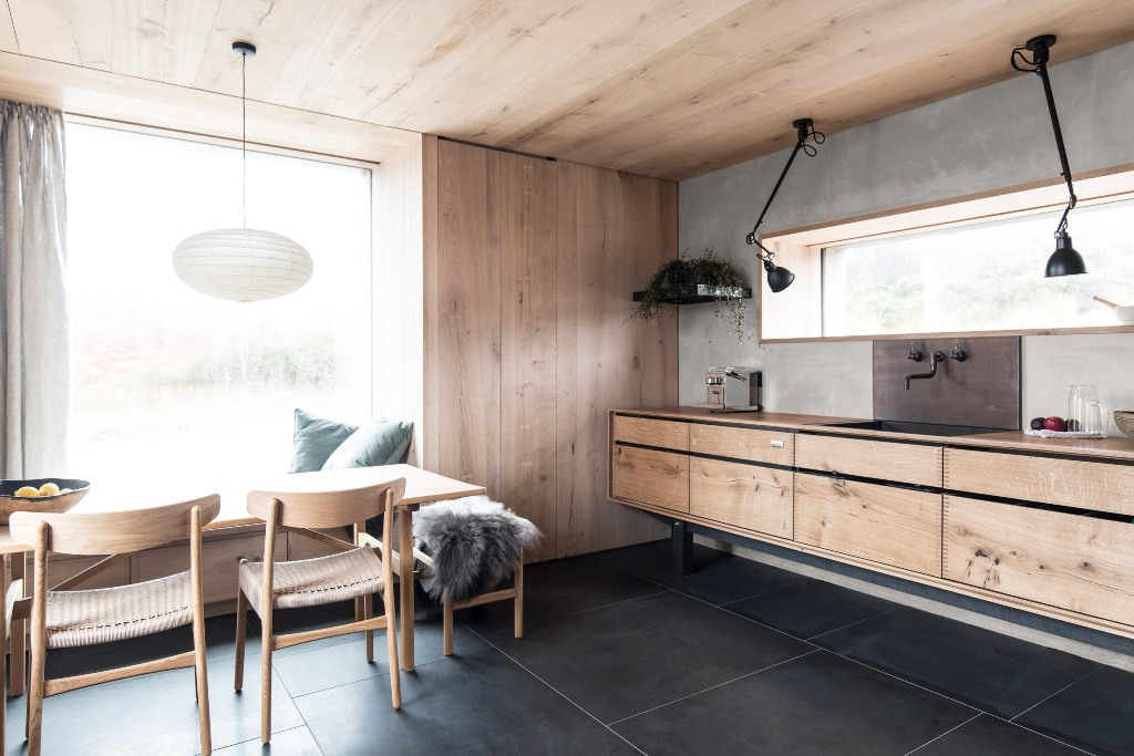 The use of wood in decor and wooden furniture makes the spaces very cozy and intimate