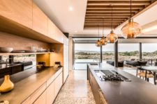 05 The kitchen, dining and living rooms are united into a single and comfortable volume with lights and modern furniture