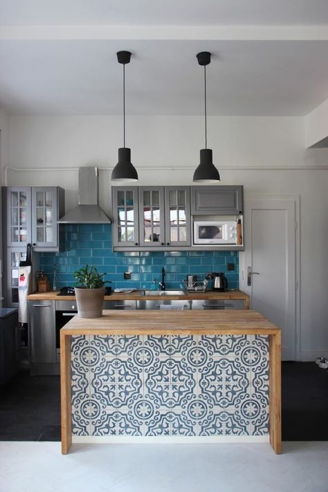 incorporate blue mosaic tiles into your interior cladding your kitchen island, it's a creative idea