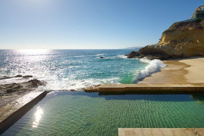 And a pool constructed by the owners to feel always by the sea
