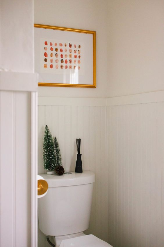 some tinsel Christmas tree on the toilet and a single pinecone - you won't need more to create a cool holiday feel