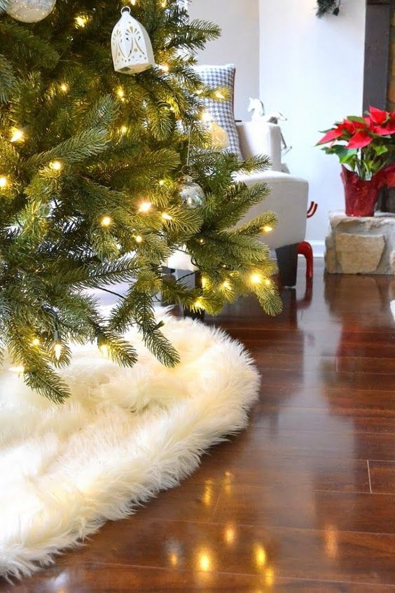cover the base of your Christmas tree with faux fur, too
