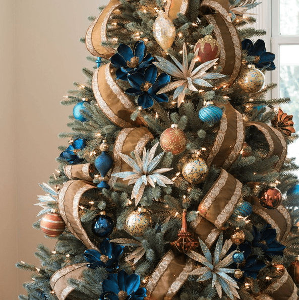 25 Ways To Decorate Your Christmas Tree