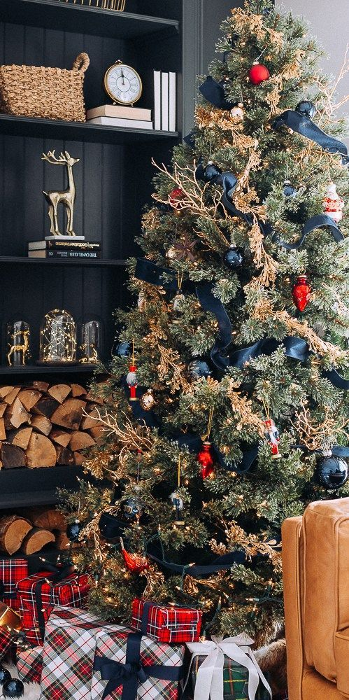 interesting Christmas tree decor with metallic touches