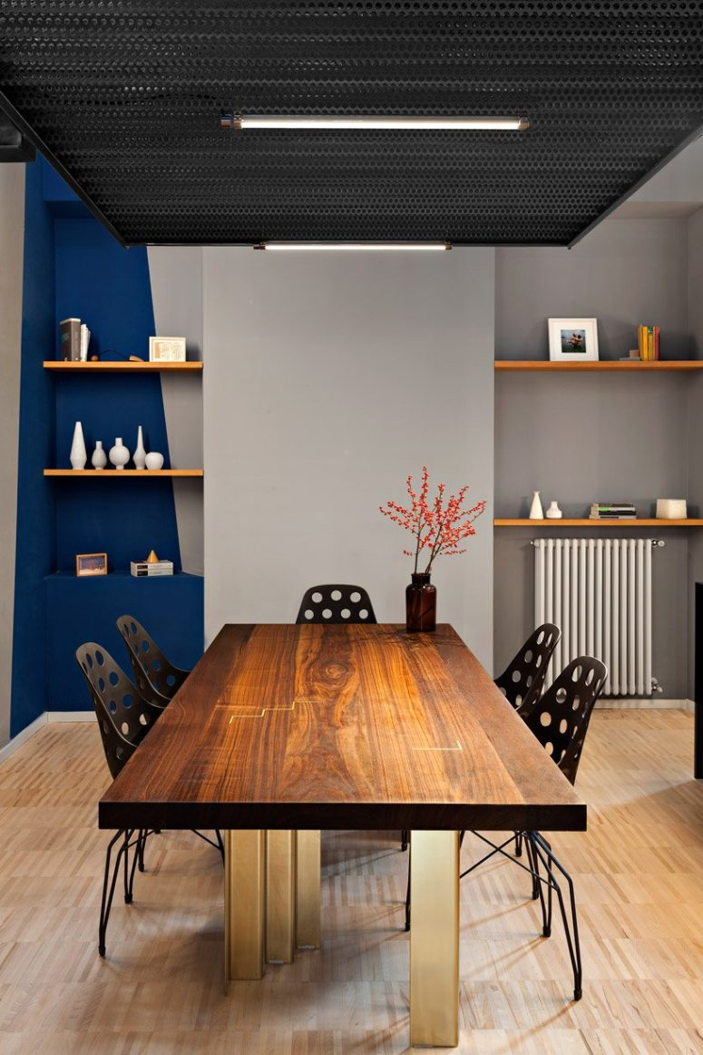 blue toches works well in contemporary decors