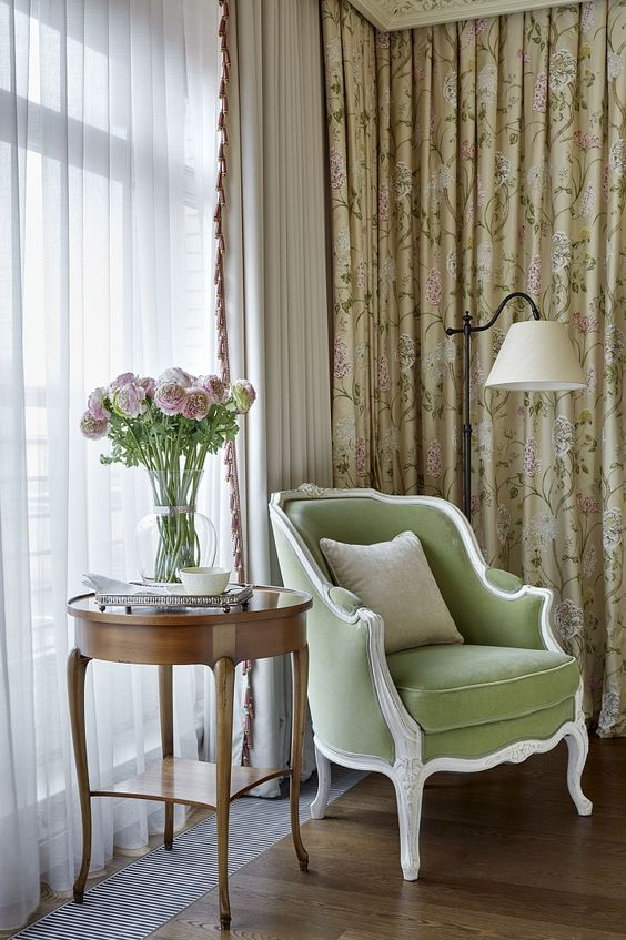 luxurious and chic drapes like these ones add to the living room decor and make it more refined