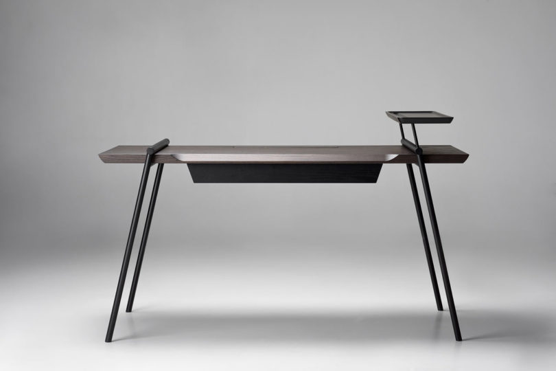 Get your perfect and stylish minimalist desk to make every minute of your work refined
