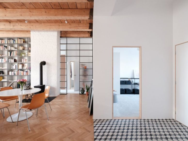 The apartment features cohesiveness and a stylish look, all the spaces are interconnected