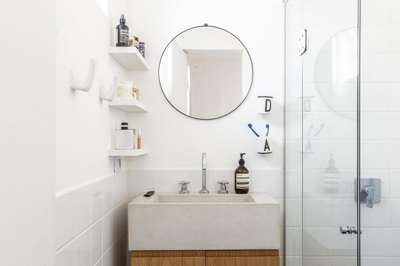 The bathroom is also neutral, with a white concrete sink, it's very compact and comfy