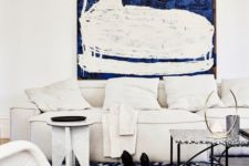 10 a gorgeous creamy space dotted with navy touches here and there is a refined idea to try