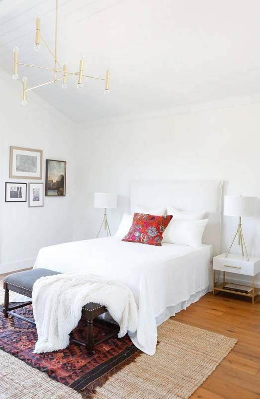 layered rugs, catchy chandeliers and lamps and an airy feeling will make your bedroom perfect