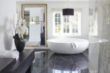 12 black marble tiles on the floor bring luxury and chic, and white marble tiles on the walls just add to it