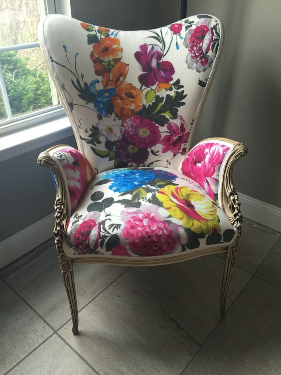 a bold floral upholstery chair with vintage design is a gorgeous idea for sprucing up the space