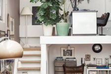 20 potted plants and rugs help creating a cozy feel in the space and make it welcoming