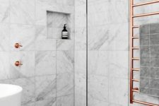 23 beautiful marble tiles on the walls are highlighted with grey tiles on the floor for a catchy look