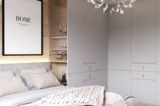 24 completely built-in cabinets all over the bedroom make it fully decluttered and very neat