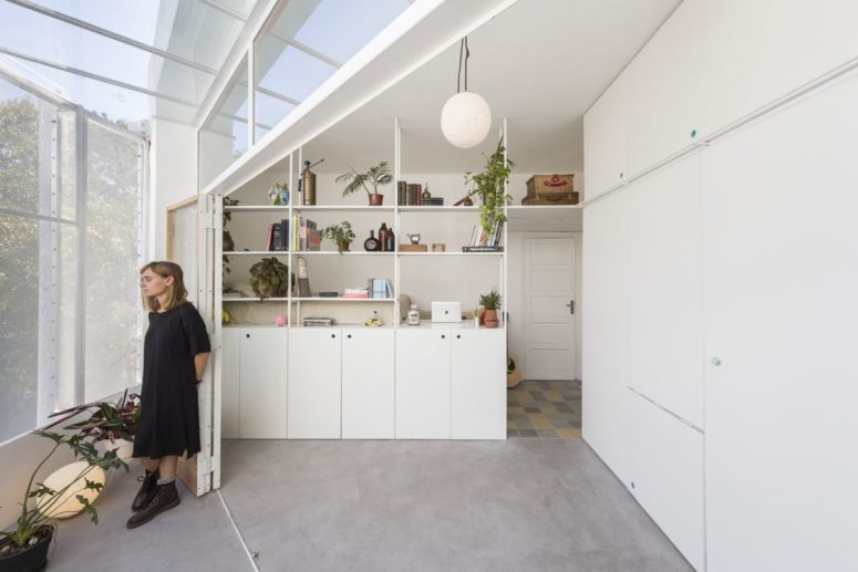 Small And Flexible Apartment With A Retractable Wall