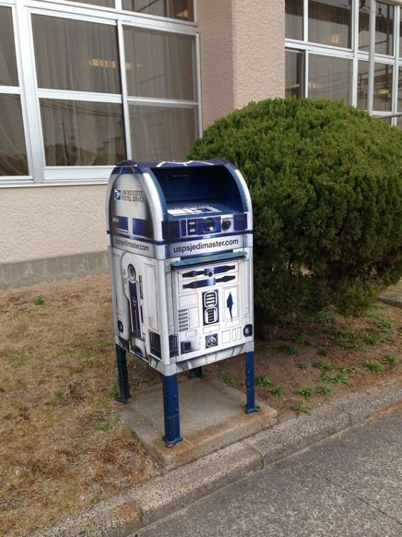 R2D2 mailbox is perfect for geeks and Star Wars fans and is a new level of the mailbox decor