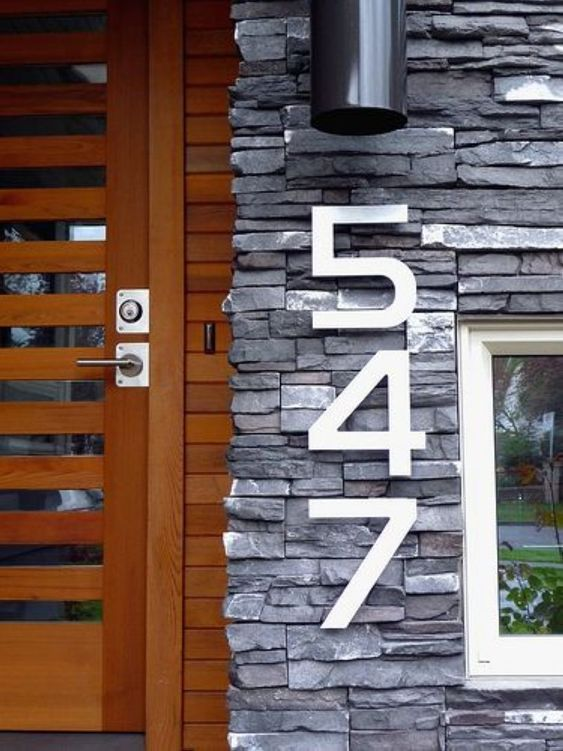 modern large numbers attached right to the wall next to the front door is a simple and stylish solution