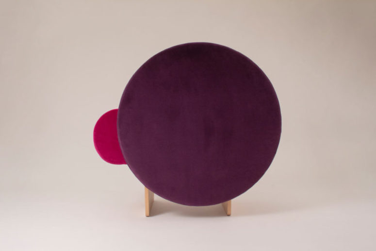 This is a very sculptural and catchy seating piece, which will definitely make a statement