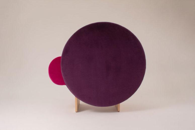 Красочное кресло в стиле арт-деко