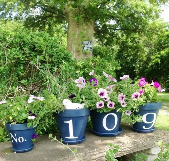 what an easy DIY - several pots with house numbers and greenery and blooms in them