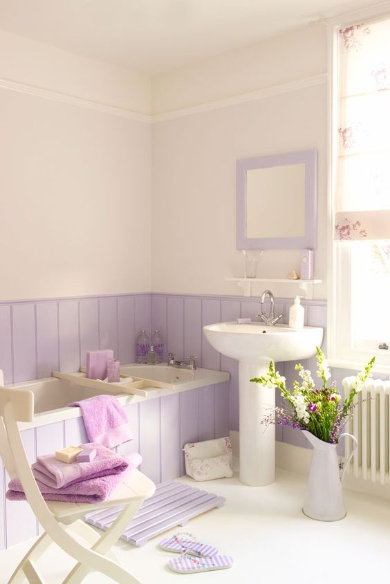 create a vintage girlish bathroom with lilac wood that covers the walls and the bathtub, too