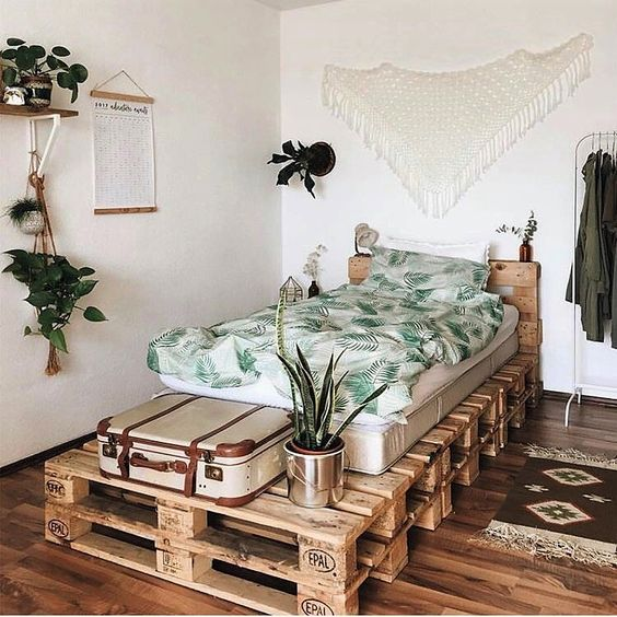 make a pallet bed for a guest bedroom   it will give your guests much storage on top and inside