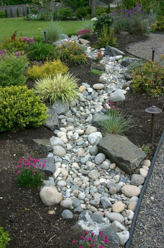 32 Stunning Low Water Landscaping Ideas For Your Garden: 25 Low Water Garden Landscaping Ideas