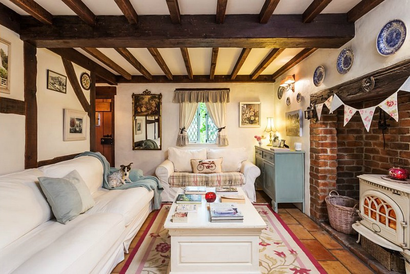This home is built in the traditional Cotswold style   the style of English cottages, though it's not old