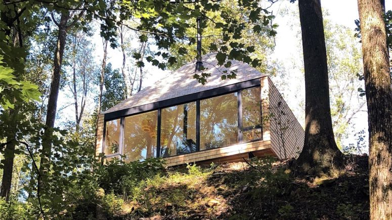 This off grid cabin is located in the forest and reminds of a treehouse allowing you to enjoy the views and nature that seems to be indoors, too