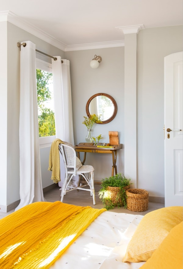 a super bright bedroom withdove grey as the main shade, creamy as the secondary tone and bright yellow for accents