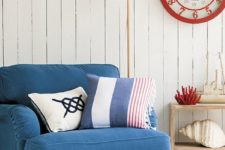 05 a nautical nook with cremay as the main color, blue as the secondary and red for highlighting the space