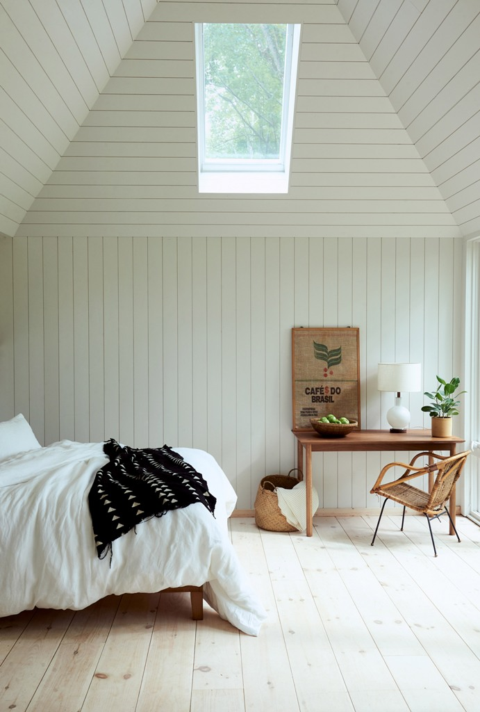 The bedroom is done with skylights, wooden furniture, wicker touches and potted greenery- there are no unnecessary items