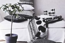 25 monochromatic pillows will cozy up a Nordic space in an elegant way and keep the style up