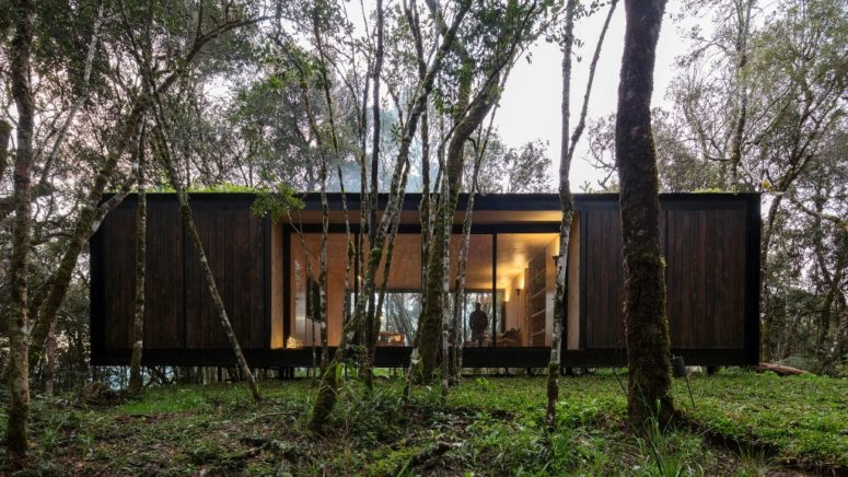 This remote prefab cabin is placed in Brazilian forest and its exterior is done to merge with the surroundings