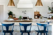 02 tall navy stools with a vintage design match the tiled kitchen island and give a refiend feel to the space