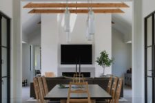 05 There's also a more formal dining space as the owner enjoys cooking and receiving guests