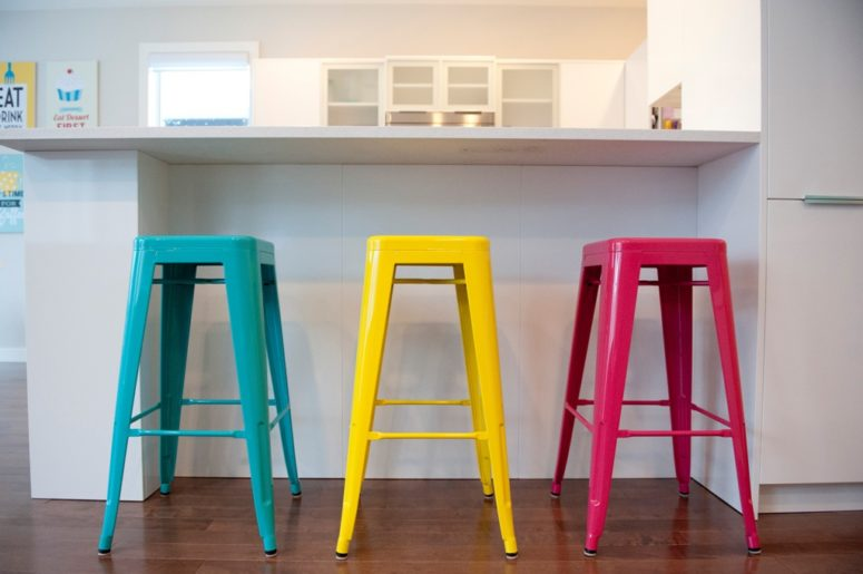 modern colorful stools in multiple shades add brightness and a fun touch to the kitchen instantly