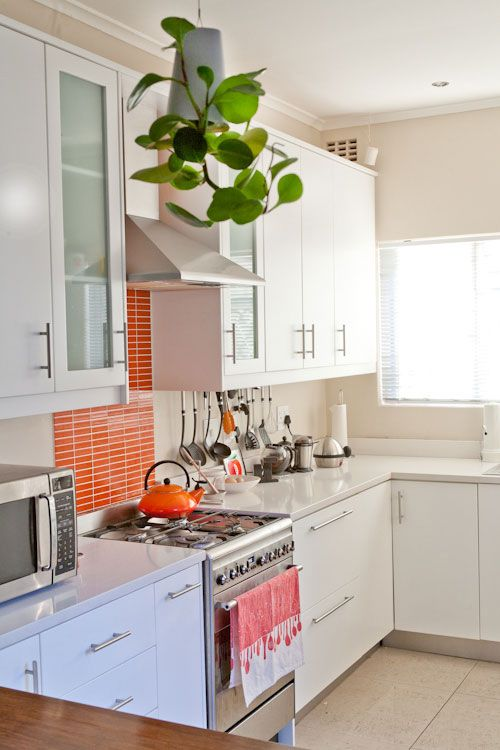 bright skinny tiles highlighted with white grout add a splash of color to the neutral kitchen and make it fresher and livelier