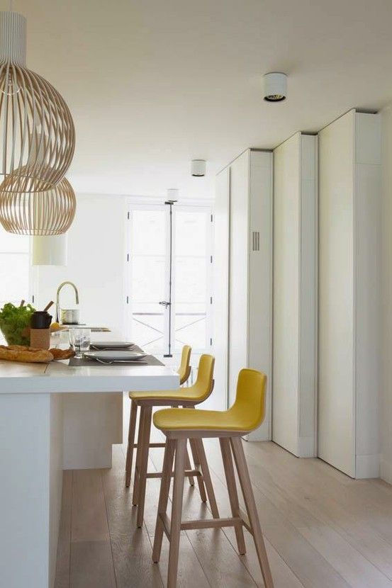 bright yellow stools bring a sunshine feeling to the kitchen and make your mood much better