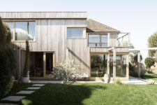 01 Island Cottage is heritage and it was allowed to build a more contemporary extension to it