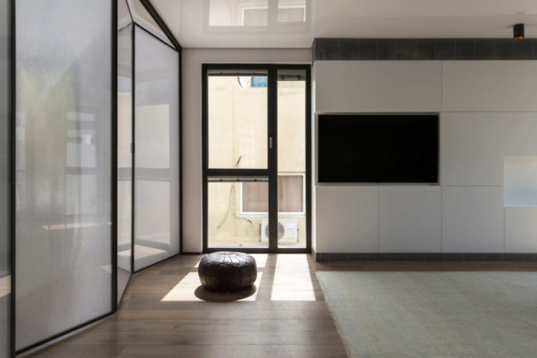 Floor to ceiling windows flood the space with natural light and let the owner enjoy the views