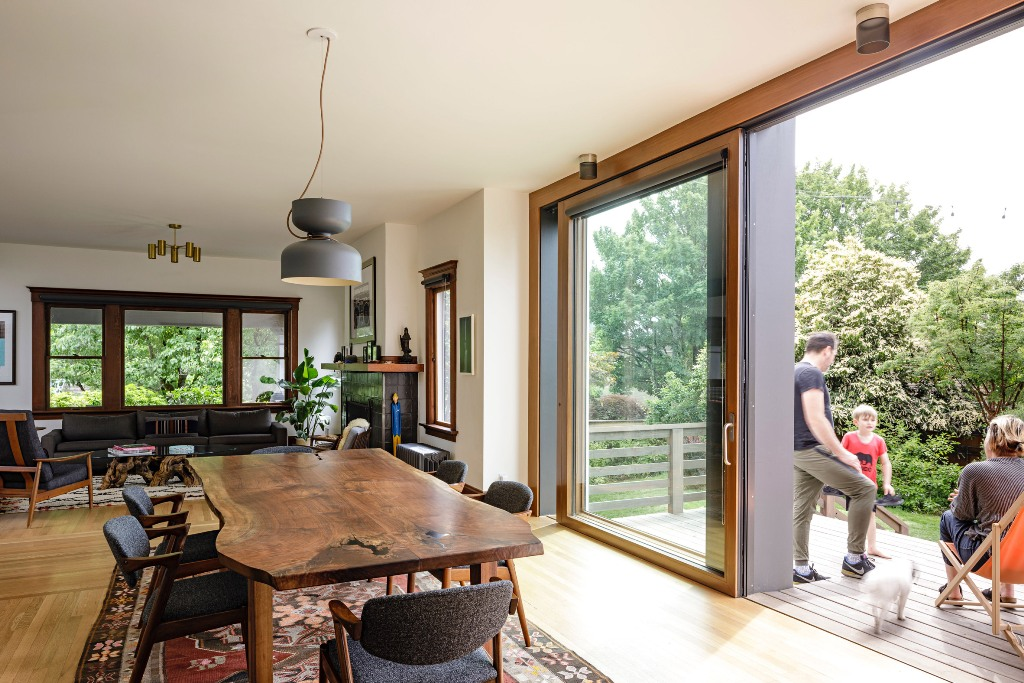 The living room is united with the dining room and there's an access to the outdoor terrace