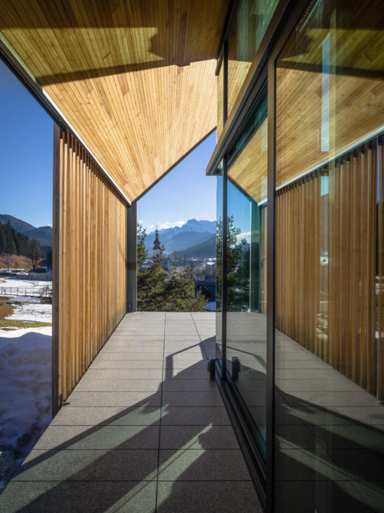 The pavilions are done with wood sunshades to avoid excessive sunshine in the mountains